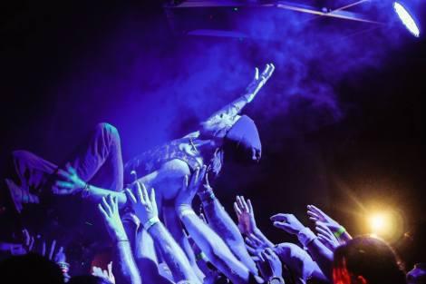 crowd_surf