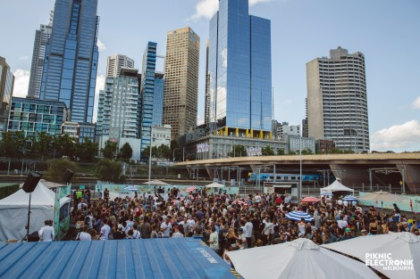 Piknic Electronik at the paddock fed square