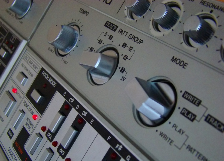 Tb303_whonos_page_pic